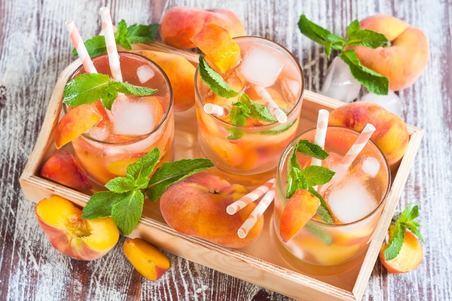 Peach White Sangria. Party Drinks.